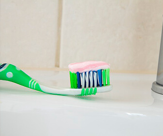 gran-cantidad-de-odontologos-esta-en-contra-del-uso-de-la-pasta-de-dientes-sin-fluor